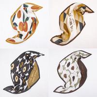 Plissee Small Square Schal Frühling und Herbst Vier Jahreszeiten Kunst Retro Seidenschals New geknotete Dekoration Silk Schal Frau 90 * 45CM