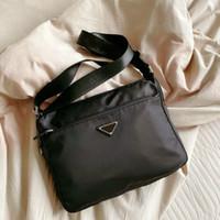 Мужские роскоши Черные портфели дизайнеров Crossbody Одиночные сумки на плечо Треугольник Среднего размера Нейлон с буквами Бизнес-школьная сумка Большая емкости Стиль моды
