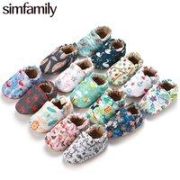 [Simfamily] Kid Girls Boy First Walkers Soft Infantil Sombrillas para niños pequeños Soles de flores lindas Zapatillas de cuna Calzado para recién nacidos Zapatos de bebé Y201028
