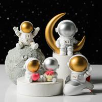 Sıcak 2021 Yaratıcı Reçine Uzay Astronot Süsler Masa Yumuşak Kıyafet Stüdyo Kitaplık Modern Ev Sevgililer Günü Hediyesi