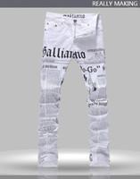 الجملة-حار رجالية جون الذكور غاليانو أعلى جودة الشرير صخرة ملهى ليلي د اس دي جي جريدة مطبوعة نمط ضئيلة الجينز دراجة نارية جينز 1