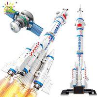 Huiqibao 904 adet Uzay Havacılık Manned Roket Yapı Taşları 2 Astronot Şekil Şehir Aersanspace Modeli Tuğla Oyuncaklar Çocuklar için