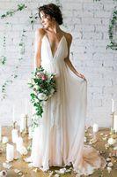 2020 Einfach Sexy Tiefer V-Ausschnitt Straps Spaghetti Mantel Chiffon Brautkleider Backless Günstige Brautkleider Sommer-Strand Brautkleider