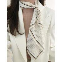 Шарфы 60x60см Классика Классические маленькие точки Небольшой квадратный Шелковый шарф для девочек Галстук для волос Шарфы Женщины KYQIAO Стильный Бандана