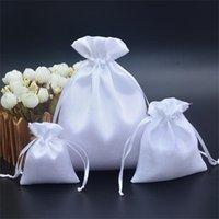 50 pçs / lote 7x9, 10x12, 16x20 cm preto bolsa de cetim branco sacos de cordão para malotas de jóias maquiagem peruca embalagem saco presente t200602