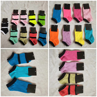 Calzini alla caviglia multicolore con tag cardboad Tags Sport Cheerleaders Nero Pink Breve Sock Girls Donne Cotton Sport Sport Sunker Sneaker