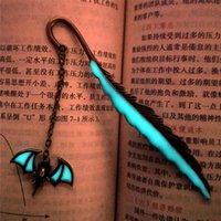 Bat luminosa Señal Lea fabricante de plumas Bookmark Papelería Vintage Marcadores para libros