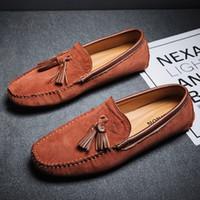 Spring New Mens Black Casual Loafer Zapatos Tendencias Redondo Toe Tassel Charm Nubuck Suede Boat Slip en Pisos para el conductor 38-45 BZG-1088