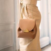 ValenKuci Женщины Кожа ретро леди Франции известная марка Crossbody сумка Элегантный роскошный дизайн Ковш Сумки Цепь сумки Q1107