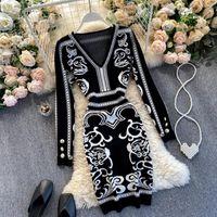 Vestidos casuales Vestido de mujeres Vestido Vintage Cuello en V manga larga Otoño Invierno 2021 Slim Sexy Bodycon Negro Vestidos Fashion Damas