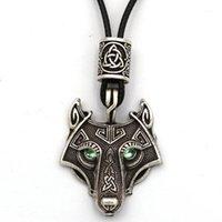 Zielone oczy Wilk Wisiorek VEGVISIR Valknut Runes Koralik Viking Naszyjnik Biżuteria Mężczyźni Pagan Amulet Talisman Dropshipping1