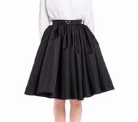 21SS 새로운 디자이너 여성 셔츠 반전 된 삼각형이있는 고품질 아가씨 절반 드레스 봄 여름 가을 겨울 SML에 대 한 최고의 스커트