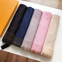 Manta de seda cuadrada suave de lujo 140 * 140 cm diseñador patrón floral bufanda chal para mujeres 201026