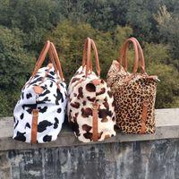 Leopard البقر طباعة حقائب سعة كبيرة عطلة نهاية الاسبوع حقائب السفر النساء الرياضة اليوغا حقائب التخزين الأمومة أكياس VTKY2157