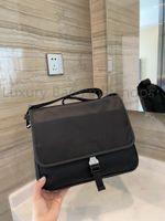 Luxurys de haute qualité Designers Mode Femme Sac à main pour femmes Sacs à bandoulière Unisexe 2021 NOUVEAUX MEN MEN Porte-documents Sacs Sacoche