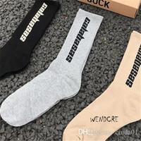 Chaussettes hommes SAISON 6 CALABASAS Skateboard Mode Lettre Hommes Printed Chaussettes Chaussettes de sport sockings Hip Hop. __GVirt_NP_NN_NNPS<__
