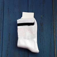 1PAIR = 2 PCS Sport de invierno Calcetines para hombre Moda algodón mujeres calcetín novedad nuevo bordado suave calidad alta calidad hembra calcetines de la UE Tamaño 38-46