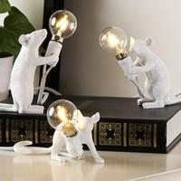 Nordic Stil Persönlichkeit Tischlampe kreative Harz Maus Schreibtischlampe am Bett Dekoration Designer-Kunst-Tabellen-Licht Tier Ratte Sterntischleuchten
