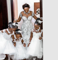 2021 Vintage Blumenmädchenkleider für Hochzeiten Weiße Langarm Sheer Back Princess Kinder Erste Kommunion Gowns Günstige Knöchellänge