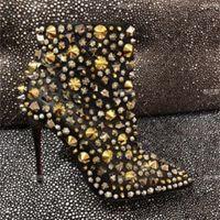 حار بيع الأحذية الجديدة وصول الترتر الجلود في الكاحل تشير المسامير اصبع القدم الجوارب موهير قوارب زمم مارتن الأحذية حذاء مسمار مسمار السيدات أحمر