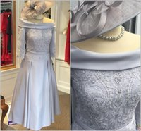 Vintage Silver Satin A-Line Mãe da noiva Vestidos fora da metade do ombro mangas frisadas de renda de renda no final do baile