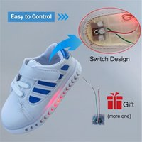 Meninas bebê meninos iluminam casual LED luminoso skate iluminação crianças sapatilhas para menino sapatos branco y201028