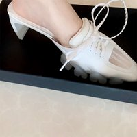 2021 Donne Designer di lusso Slide Pantofole esterne esterne Summers Pointed Toe Block Tacchi alti Sandali caldi Vendita calda Mulos Shallow Shoesmultifunzione