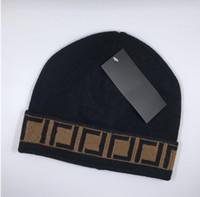 Yüksek Kaliteli Klasik Mektup Örme Bere Erkekler Kadınlar Için Caps Sonbahar Kış Sıcak Kalın Yün Nakış Soğuk Şapka Çift Moda Sokak Şapkalar