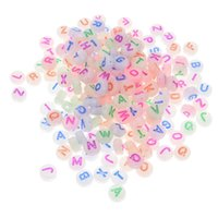 Acryl leuchtende farbige Alphabet Perlen für DIY Armband Halskette Zubehör glänzend in der Nacht 7mm leuchtende Herzperlen