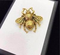 2020 nuovi arrivi Retro netto Red Pearl Diamond un'ape di lettera Spilla personalità temperamento selvaggio Circle Spilla spedizione gratuita