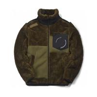 2021 새로운 남성 모피 재킷 패션 레트로 디자이너 코트 캐시미어 짙어지며 캐시미어 칼라 팔 배지 자수 편안한 겨울 재킷