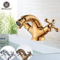 Faucet de bidê de ouro myqualife taucet dupla alças de água banheiro pia bronze Único buraco deck montado misturador de água Tap1