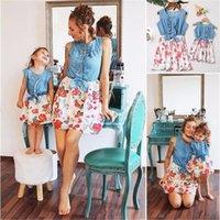 Liligirl Familia Mirar Ropa a juego Nueva Madre Madre Denim Denim Drils Vestidos para Niñas Mamá Mami y Me Trajes de Vestido Floral LJ201109