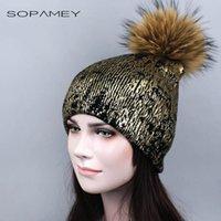 Beanie / черепные колпачки бронзы золото и серебро с реальным енотом меховой меховой шляпа помпона для женщин зимние вязание теплые шляпы женские чекульские шапочки