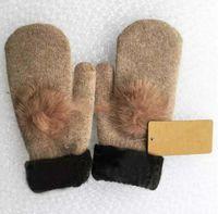 2019 جديد جودة عالية امرأة الصوف glovess الأوروبي مصمم الأزياء قفاز دافئ بالسيارة من الرياضة القفاز العلامة التجارية قفازات متعددة النمط اختياري