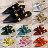 Summer Top Luxury Designer Womens Flat Chinelos Moda Oversized Golden Rebites Sexy Ladies Ladies Leather Slides Flip Flops Sandálias Festa de Casamento Mexo Sapatos