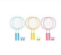 1Pair 키즈 어린이 배드민턴 라켓 + 2 개 Badmintons 세트 야외 스포츠 게임 피트니스 장난감 배드민턴은 파란색, 노란색 분홍색을 설정합니다