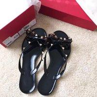 2021 Wommen Shoes Designer Sandales Sandales Femmes Chaussures Fashion Slipper Rivet Plateforme Slide Lady Mode Sandale cloutée avec boîte