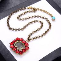 Collar de lujo diseñador de mujeres collar de diamante rojo colgante collares con sello de letra latón retro pulseras de oro y cadenas de joyería de moda