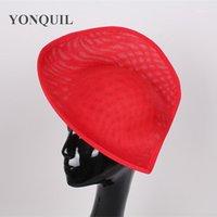2017新しいデザインの赤い魅力的な帽子の模倣Sinamay 30cmの大きなベースの帽子のハートの形のためのハート形のためのハート