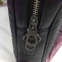 2020 Main tricoté marques de marque BLANCHES NOUVEAU ARRIVÉE Sacs d'affaires de haute qualité pour hommes Véritable Handbags pour ordinateur portable