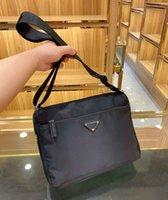 Moda Masculina Bolsas Pretas Designer Crossbody Bags Bolsa De Ombro Nylon Bolsas Cross Body Medium Size Planície Com Pockets Interior Triângulo PD20092502