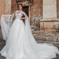 Col montant blanc Une ligne de robe de mariée en dentelle Applique Sheer Garden Beach Robes de mariée Robes de Novia