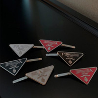 2021 Heißer Verkauf Dreieck Brief Haarspange Frauen Mädchen Dreieck Barrettes mit Stempel Mode Haarschmuck Hohe Qualität
