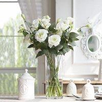 Oturma odasında üç simüle platycodon grandiflorum çiçekler, ev dekorasyon çiçek dekorasyon çiçek1