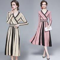 Fashion Herbst-Strickjacke-Kleid-Frauen Langarm-V-Ausschnitt gestreifter Pullover Strickkleid Weiblich Plissee Mittler-Kalb Vestidos