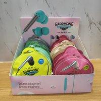 Проводные мобильные наушники R15 с сильным басом высокого качества, подходящие для смартфона онлайн-чата, проводной в цветовой сумке 50шт в поле диаплее
