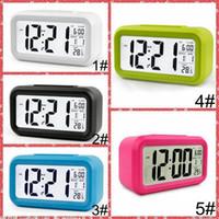 음소거 알람 시계 플라스틱 LCD 스마트 시계 온도 귀여운 감광성 침대 옆 디지털 알람 시계 스누즈 야간 조명 달력 IIA855