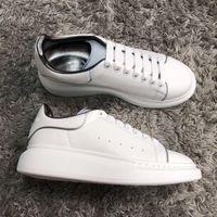 Toptan Ucuz Konfor Rahat Ayakkabılar Kadın Erkek Günlük Kaykay Ayakkabı Beyaz Deri Sneakers Trendy Platformu Yürüyüş Eğitmenleri Gökkuşağı