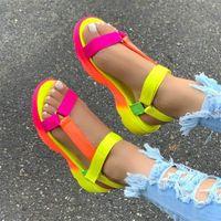 Estate Donna sandalo scarpe Grandi dimensioni morbide multi colori dei sandali Beach caviglia della piattaforma del cuneo scarpe da donna Ragazze sandali per le donne